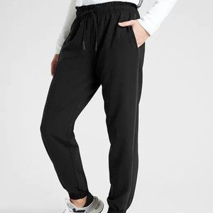 Athleta Metropolis Jogger in Primatwill 4P Black